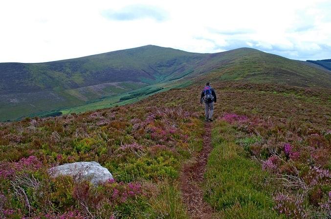 Wandern in den Wicklow Mountains Irlands historischer Osten