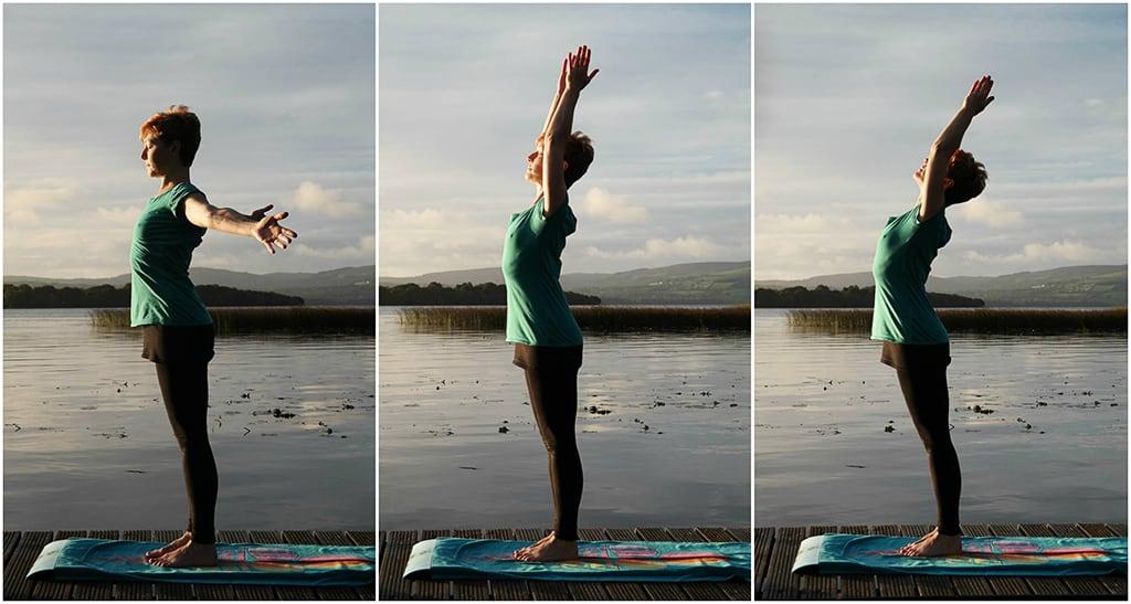 Yogaübung auf Steg in Irland