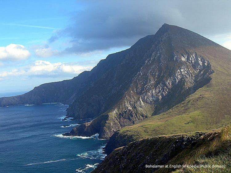 Croaghaun_cliff