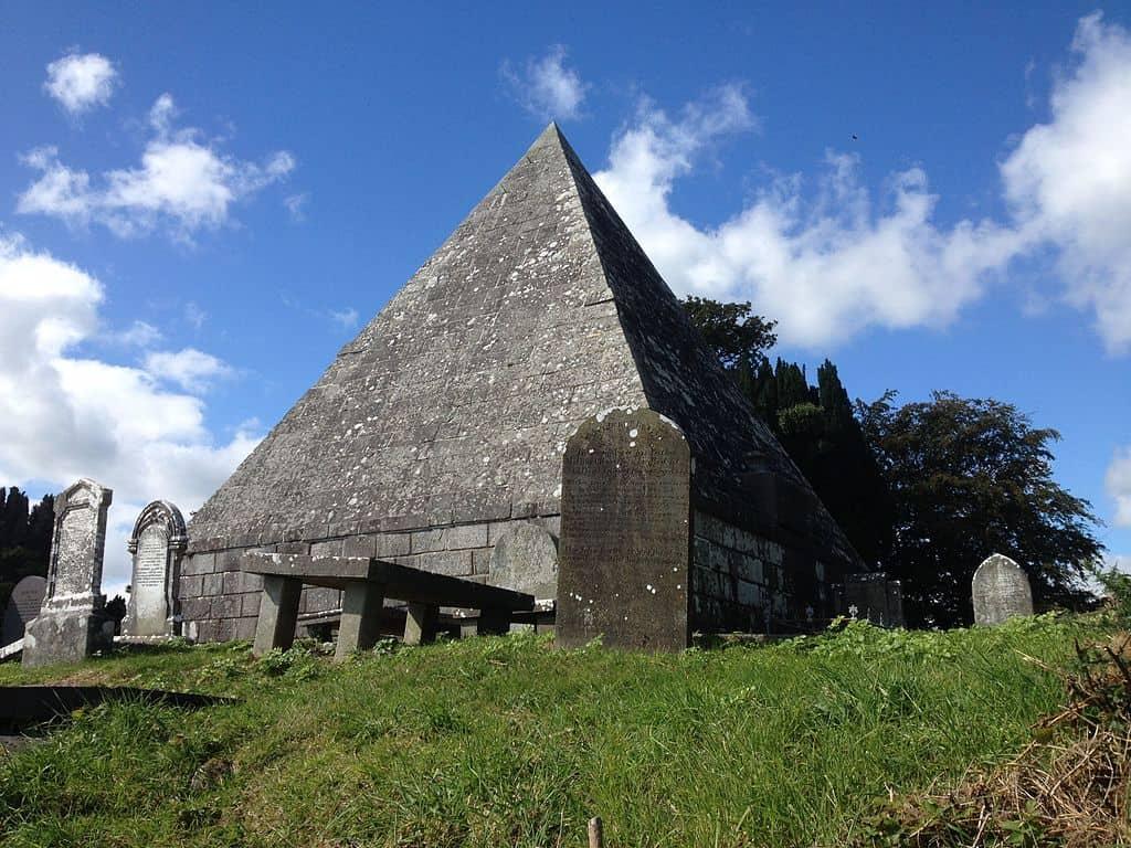 Pyramidal_Tomb_Old_Kilbride_Graveyard