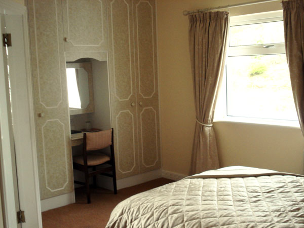 b b irland hughes bed and breakfast westport co mayo gruene die irland experten. Black Bedroom Furniture Sets. Home Design Ideas