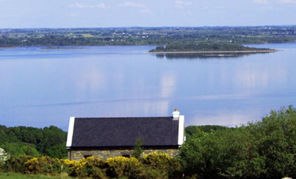 ferienhaus irland judy 39 s cottage tourmakeady co mayo gruene die irland experten. Black Bedroom Furniture Sets. Home Design Ideas